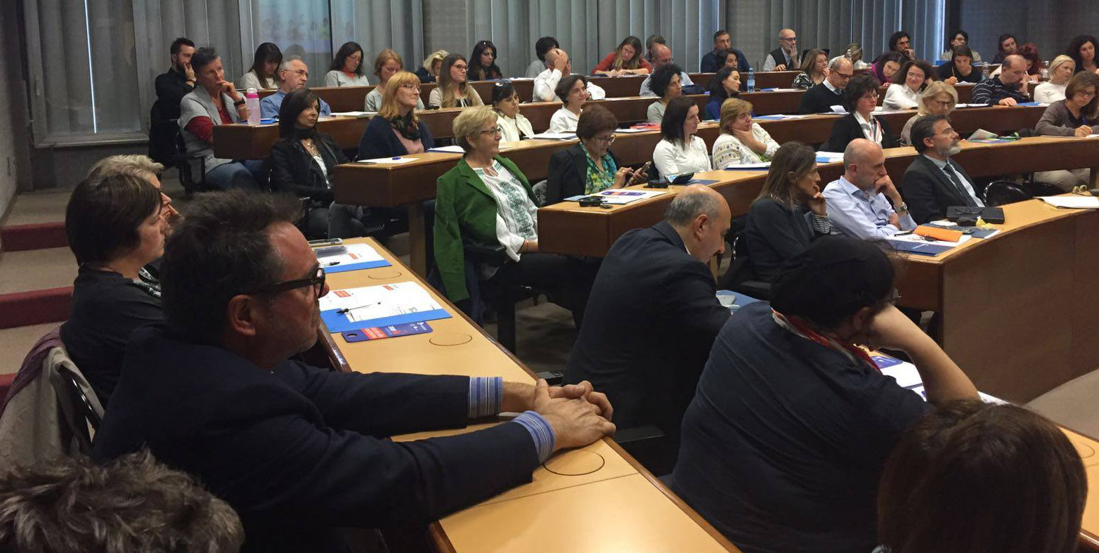 Using the Smartphone in class: presentation in Modena of the pedagogical model